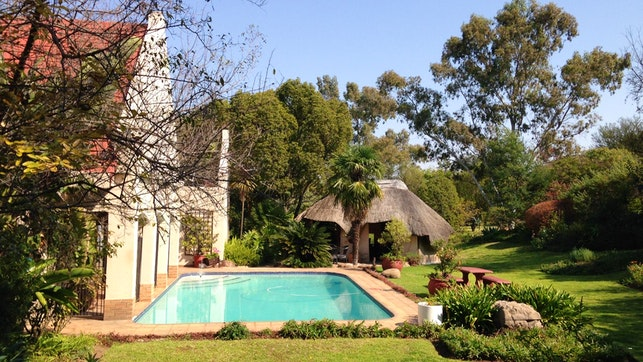 at Ipe Tombe Guest Lodge | TravelGround