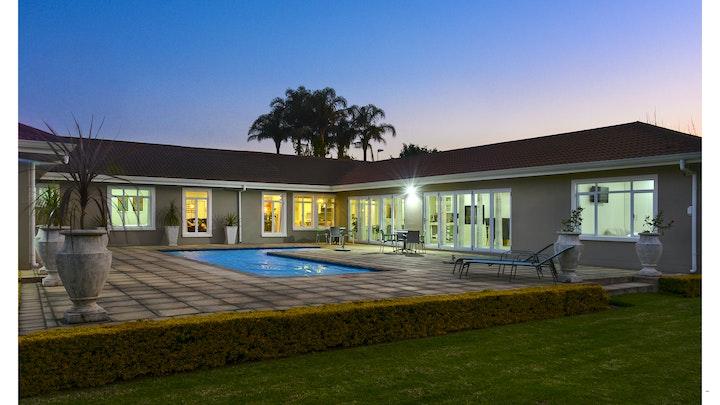 Hilton Accommodation at 66 On Monzali   TravelGround