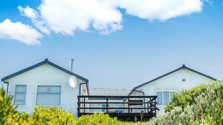 Franskraal Akkommodasie by Alambra Beach House | LekkeSlaap