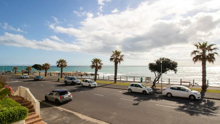 by Beachfront Bantry Bay Apartment | LekkeSlaap