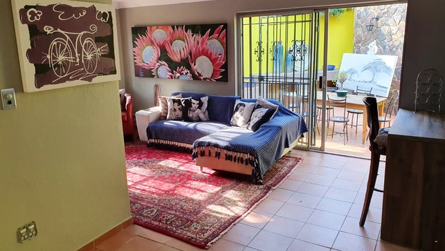 by Gillford Gallery Accommodation | LekkeSlaap