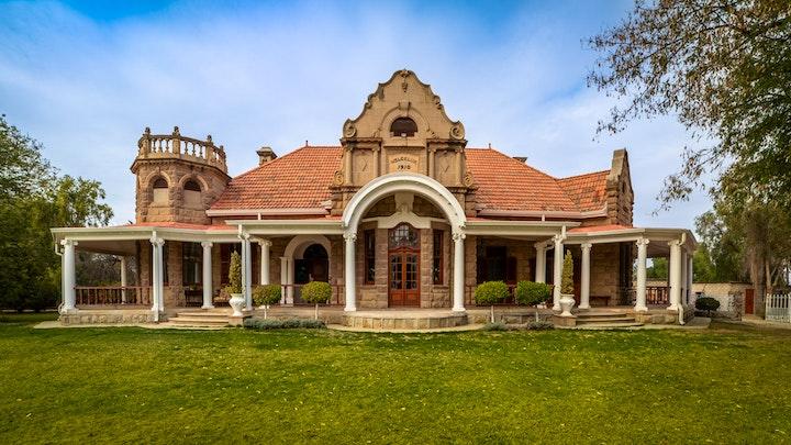 Oudtshoorn Akkommodasie by Welgeluk Feather Palace   LekkeSlaap