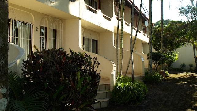 by Margate Flamboyant Holiday Accommodation 5 | LekkeSlaap