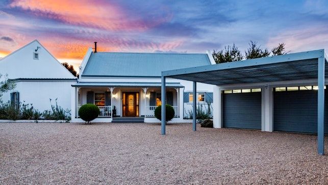 at Karoo Masterclass House and Cottage | TravelGround