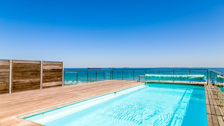 Table View Accommodation at Horizon Blue 1504 | TravelGround
