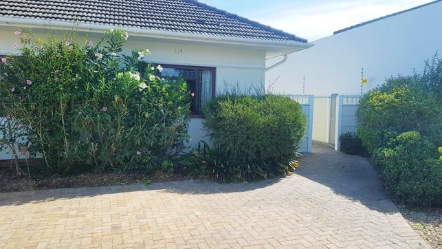 by Executive Accommodation   LekkeSlaap