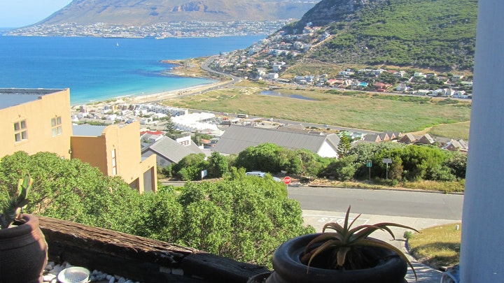 Glencairn Heights Accommodation at A Tyde In Time Elsies Peak Cottage | TravelGround