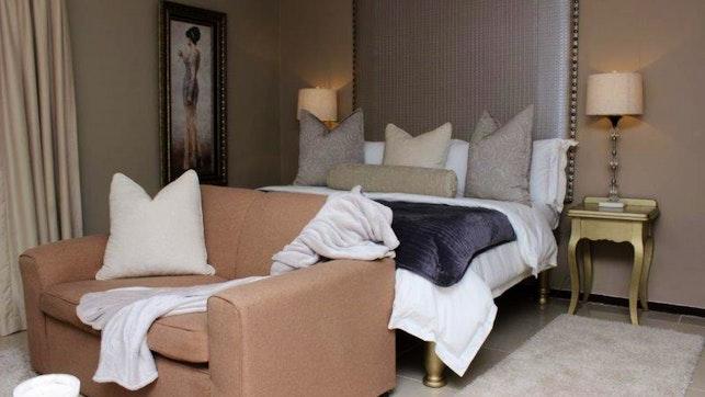by Bains Game Lodge A10 | LekkeSlaap