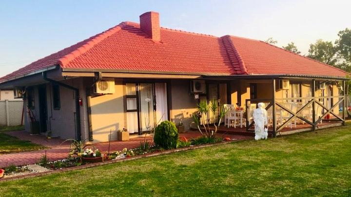 Vereeniging Akkommodasie by Sinesan Guesthouse   LekkeSlaap
