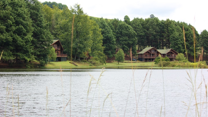 Nottingham Road Accommodation at Brambleberry Lakeside Cabin | TravelGround