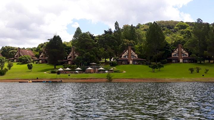 Witrivier Akkommodasie by Pine Lake Resort, White River | LekkeSlaap