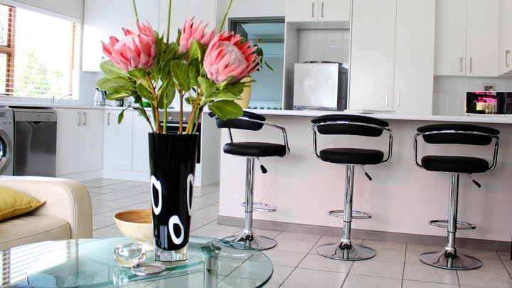 Table View Akkommodasie by Upmarket Cottage | LekkeSlaap