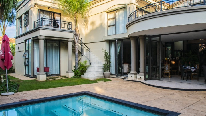 Silver Lakes Accommodation at Casa Flora | TravelGround
