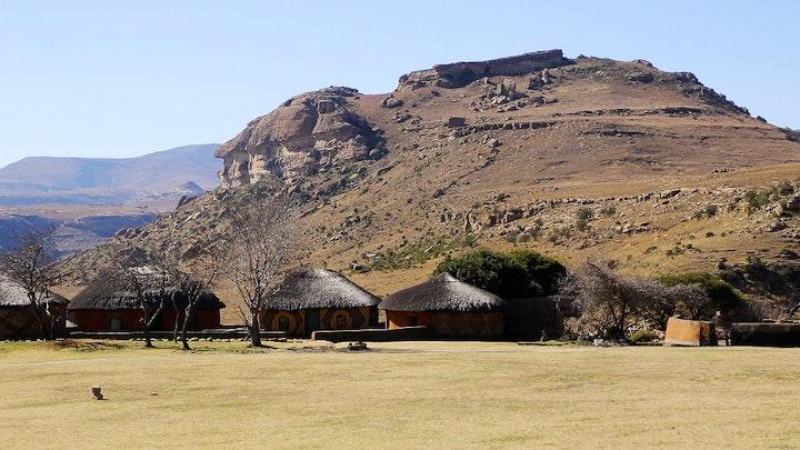 Oos-Vrystaatse Hooglande Akkommodasie by SANParks Basotho Cultural Village Rest Camp | LekkeSlaap