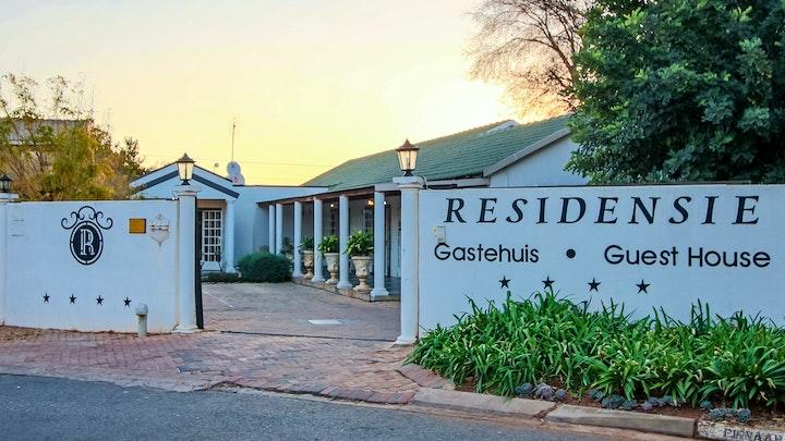 Stilfontein Akkommodasie by Residensie Guest House | LekkeSlaap