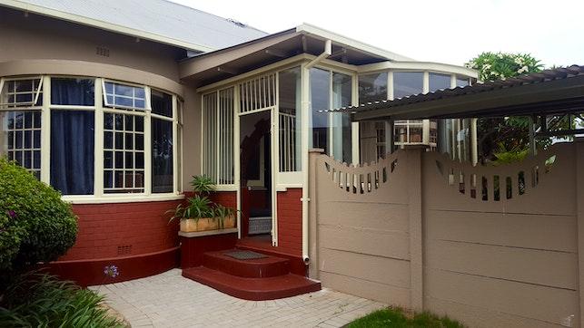 by Pretoria Inn Self Catering Guesthouse   LekkeSlaap