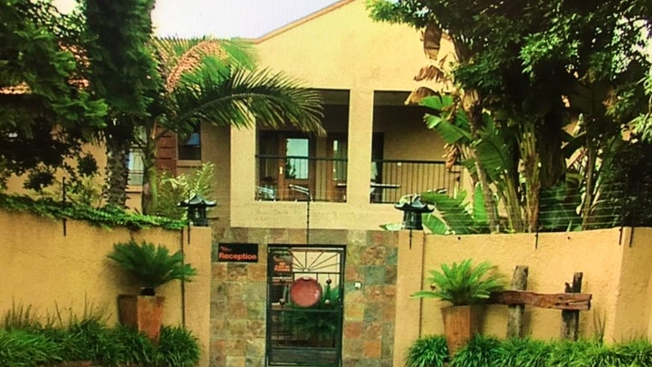 Aston Manor Akkommodasie by Africa Footprints Airport Lodge | LekkeSlaap