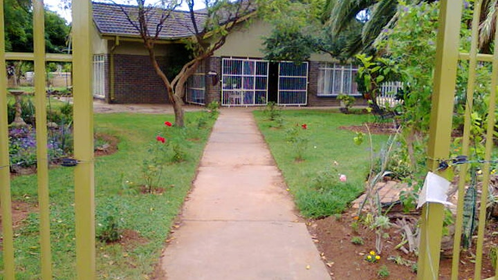 Stella Accommodation at Loubyle Guesthouse | TravelGround