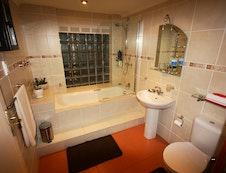 Bathroom of Gecko- & Elephant Room