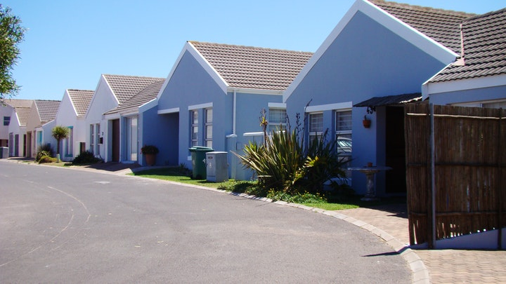Blouwater Bay Accommodation at St. Claire Self-catering Cottages | TravelGround