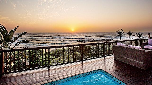 by Amanzi Beach House   LekkeSlaap