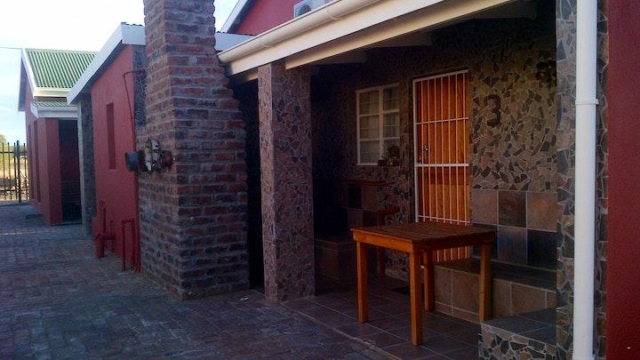 Carnarvon Akkommodasie by Kalahari Lodge - Out of Africa Gastehuise   LekkeSlaap
