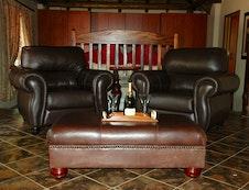 Honeymoon Suite Lounge