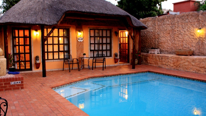 Kensington Accommodation at Willy's Chateau | TravelGround