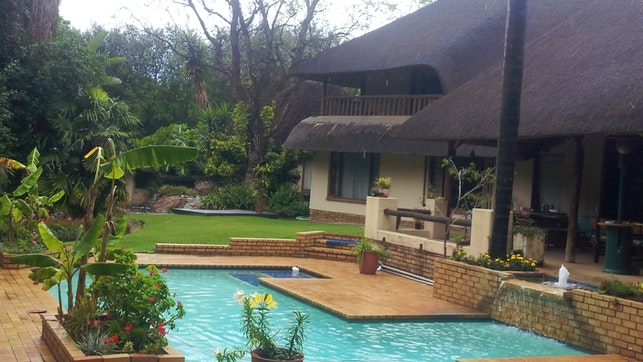 at Lawrence Lodge | TravelGround