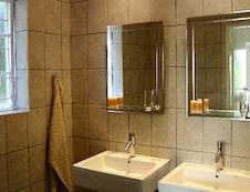 Fiddler's En Suite Bathroom