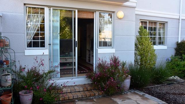 by Garden Apartment on Rondebosch Common   LekkeSlaap