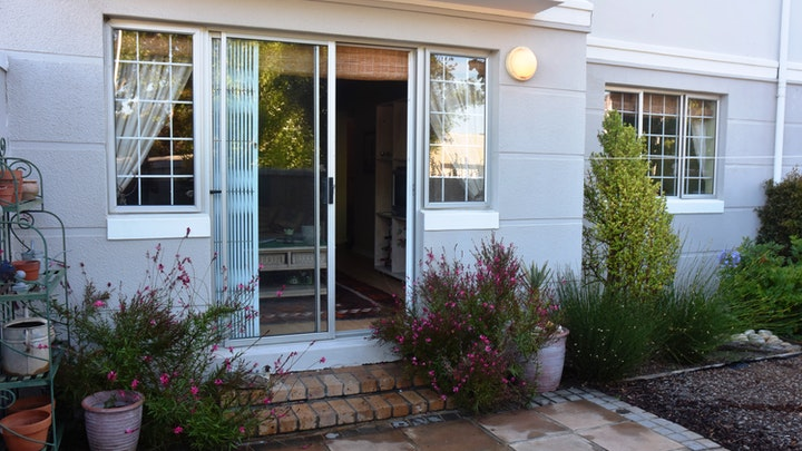 by Garden Apartment on Rondebosch Common | LekkeSlaap