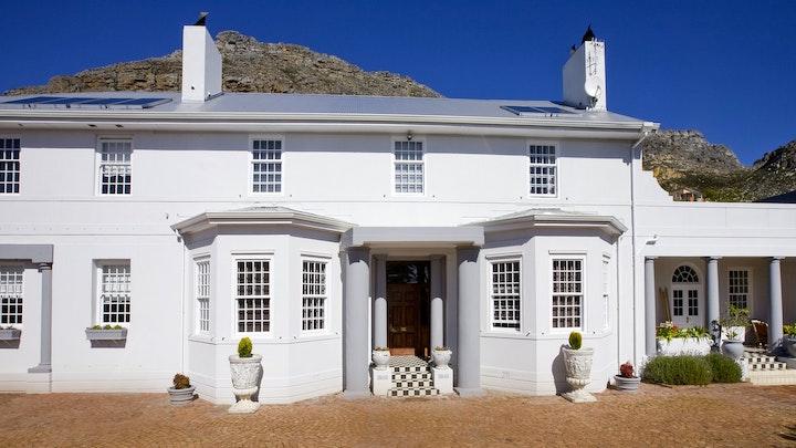 by Capeblue Manor House | LekkeSlaap