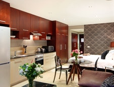 Aeicon Suite Dining and Kitchen