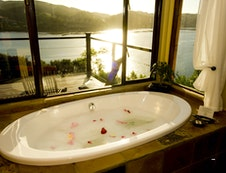 Lagoon Suite Bathroom