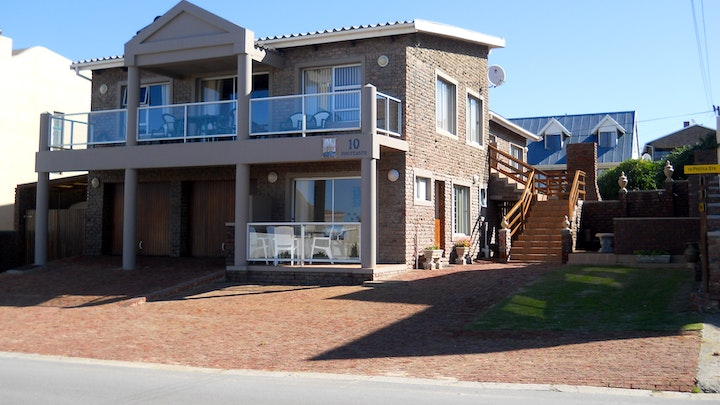 by Suzys Accommodation | LekkeSlaap