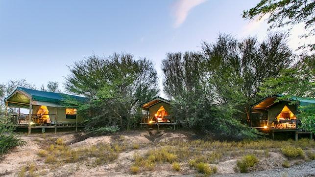by Chandelier Game Lodge & Ostrich Show Farm   LekkeSlaap