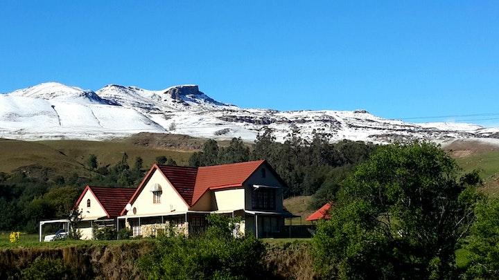 Suidelike Drakensberge Akkommodasie by Stone Cottage | LekkeSlaap