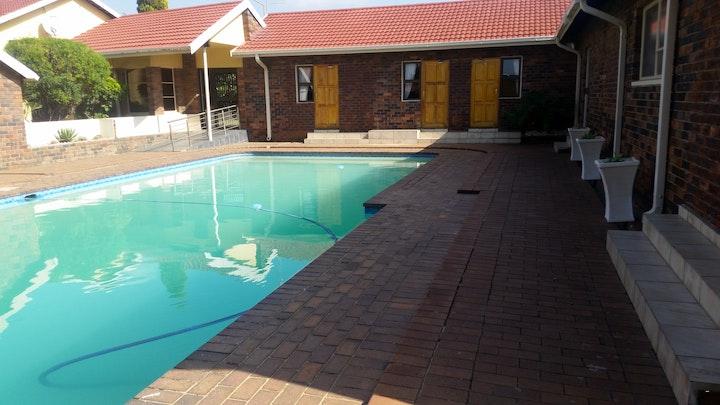 Esther Park Akkommodasie by African Phoenix Guest Lodge | LekkeSlaap