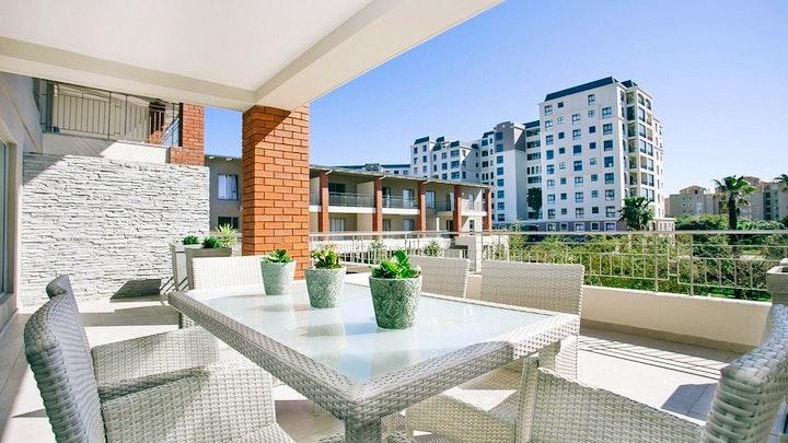 Century City Akkommodasie by Superior Apartment Mayfair | LekkeSlaap