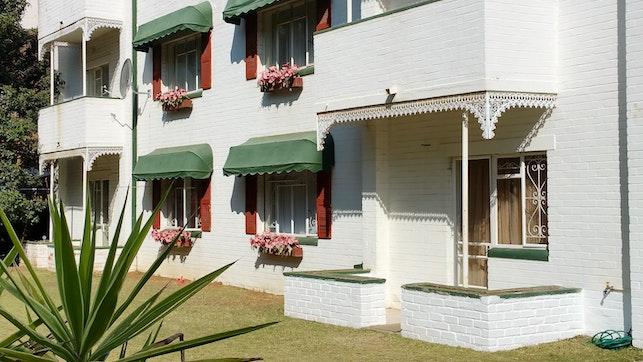 by Lynhill Self-Catering Apartments | LekkeSlaap