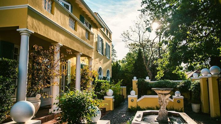by Villa Grande Gastehuis | LekkeSlaap