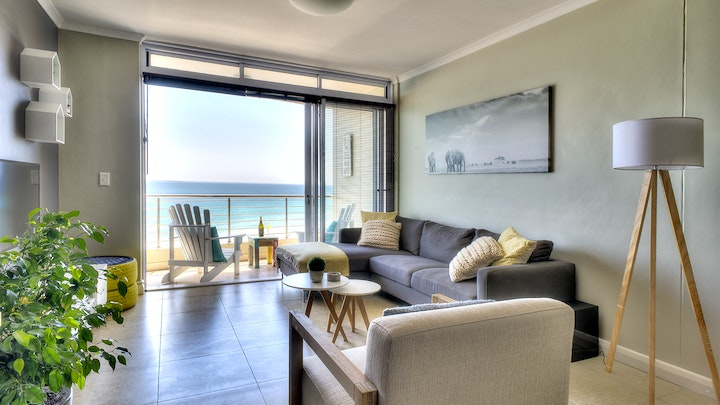 Table View Accommodation at Portico 802 | TravelGround