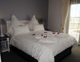 Quay West Master bedroom