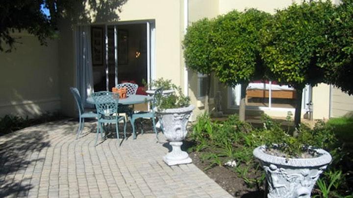 Constantia Accommodation at Navona Constantia Guest Cottage | TravelGround
