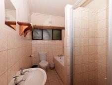 2 Sleeper Bathroom