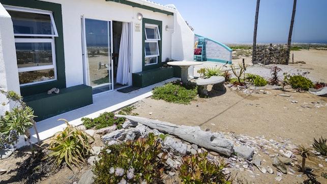 by The Beach Cottage Kleinzee | LekkeSlaap