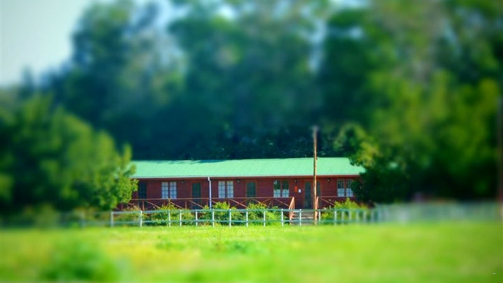 by SwelleN2 Farm Lodge   LekkeSlaap