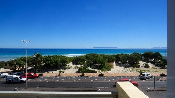 Strand Accommodation at St Tropez 202 | TravelGround