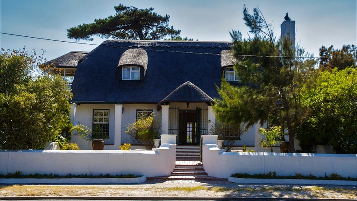 Pinelands Accommodation at Howard's End Manor | TravelGround